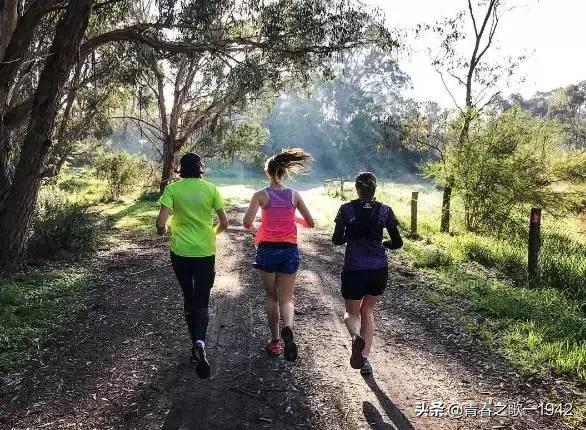 一跑治百病,慢跑可不可以减肥?快走效果怎么样?